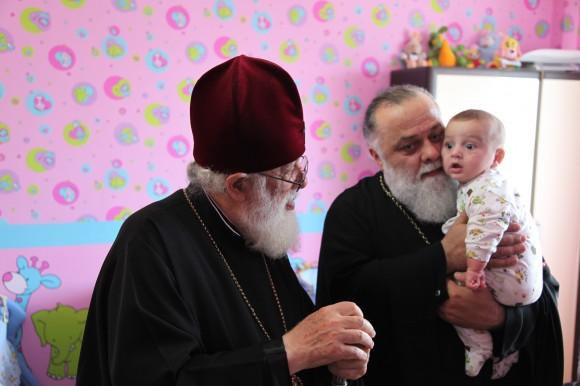 Патриарх Илия II и митрополит Димитрий в епархиальном детском доме в Батуми