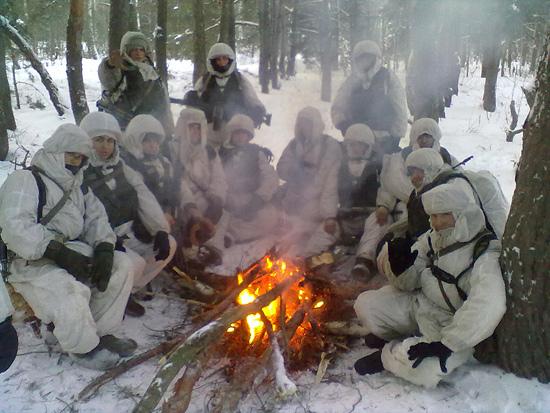 Разведчики в лесу