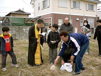 Молебен на участке одной из прихожанок в Нагоя. Февраль 2007 г.