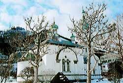 В 1916 году была построена ныне существующая церковь Воскресения Христова в Хакодате. Она расположена на месте первого православного храма в Японии, сгоревшего во время страшного пожара в 1907 году. Церковь считается символом города. Всем, кто приезжает сюда, ее обязательно показывают. Называют ее — «храм, который звонит в колокола» — «Ган-ган дэра»