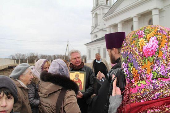 Правнук священномученика Измаила Евгений Евенко с его иконой