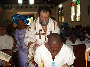 Преосвященнейший Дамаскин, епископ Ганский, совершает крещение в Преображенском соборе