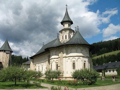 Главный храм монастыря — собор Успения Богородицы (1466 г.)