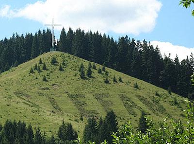 Холм рядом с обителью