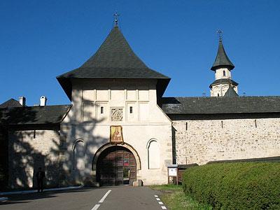 Монастырские ворота