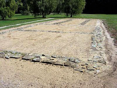 Фундамент замка в Микульчицах