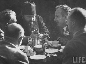 Архимандрит Никодим (Ротов) на заседании ВСЦ. 1961 год. Фото: Life Magazine