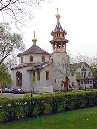 Кафедральный собор в Чикаго во имя Живоначальной Троицы. Освящен святителем Тихоном