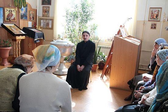 Настоятель храма свт. Луки о. Анатолий Куликов каждое воскресение отвечает на вопросы прихожан