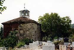 Михаило-Архангельская кладбищенская церковь в Риле