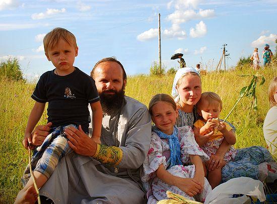 Священник Александр Аниканов с семейством на Иринарховском крестном ходе. Фото: А. Поспелов / Православие.Ru