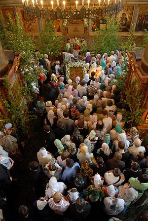Communion of the faithful in Sretensky Monastery. Photo: Anton Pospelov.
