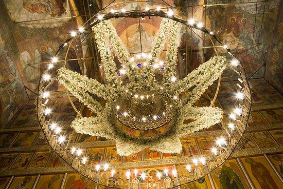 Праздничное украшение хороса на Рождество Христово. Фото: А. Поспелов / Православие.Ru