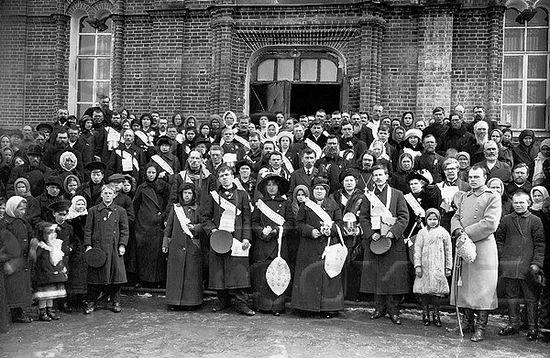 Участники денежных сборов для борьбы с пьянством, организованных в Челябинске обществом трезвости. Начало XX в.