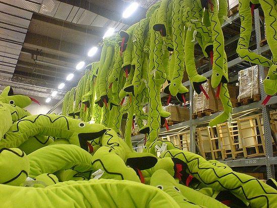 Плюшевые змеи в IKEA