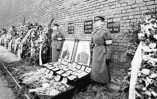 Похороны Ю. А. Гагарина и В. С. Серегина 30 марта 1968 года на Красной площади в Москве