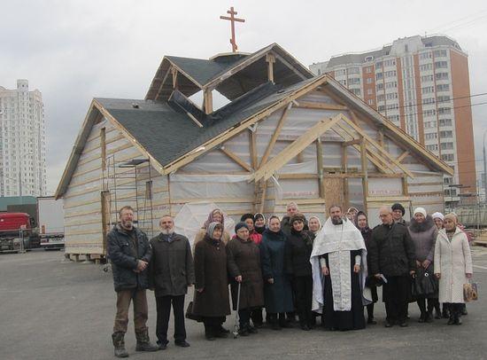 Община строящегося храма. Фото: Фонд поддержки строительства храмов г. Москвы