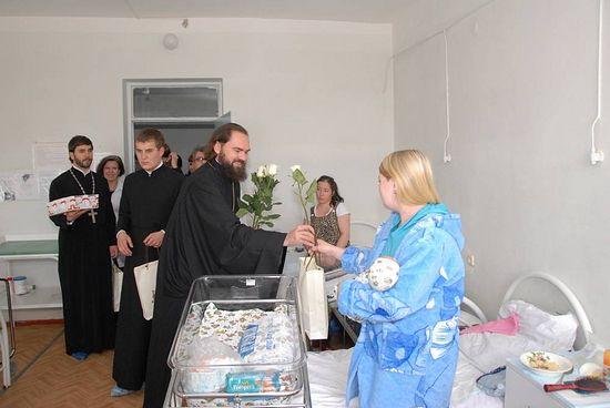 Визит епископа Пятигорского и Черкесского Феофилакта в родильный дом города Пятигорска