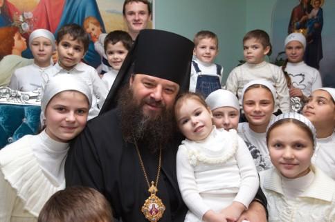 Епископ Лонгин (Жар) с усыновленными детьми