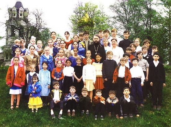 Протоиерей Николай Стремский и его дети. Сейчас среди них 60 приемных