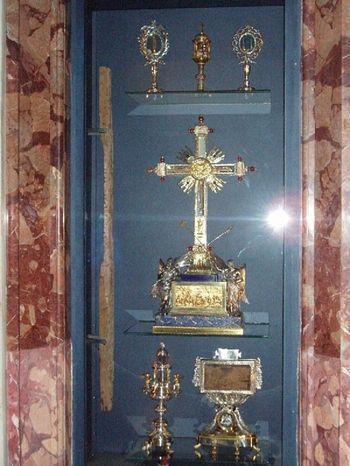 Часть Креста Господня, крест благоразумного разбойника, перст ап. Фомы, табличка с Креста, шип с тернового венца, гвоздь от Распятия шип с тернового венца, гвоздь от Распятия Христова. Италия, Рим