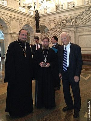 Librarian of Congress Dr. James H. Billington with Hieromonk Pavel (Scherbachev) and Archimandrite Tikhon (Shevkunov) (center) at the Library of Congress. Photo: M. Rodionov/Pravoslavie.ru
