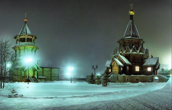 Благовещенский кафедральный собор Нарьян-Мара в полярную ночь. Фото: Роман Хурда