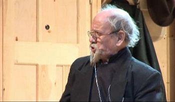 Юрий Ошеров в роли священника в спектакле