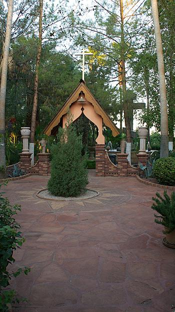 Убранство монастырского сада.