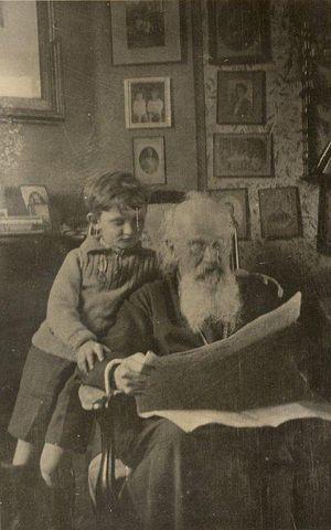 Первые годы жизни в эмиграции. Отец Михаил Осоргин-старший с внуком Михаилом Осоргиным. г. Кламар, 1935 г.