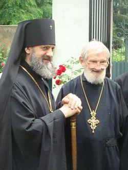 Владыка Иннокентий, на момент снимка епископ Корсунский (ныне архиепископ Виленский и Литовский) и отец Михаил, г. Кламар, июнь 2008 г.