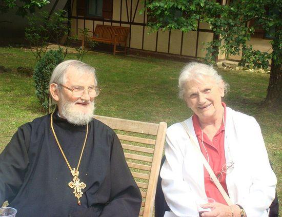 Отец Михаил Осоргин с двоюродной сестрой, Ульяной Сергеевной Самариной, г. Кламар , 2009 г.
