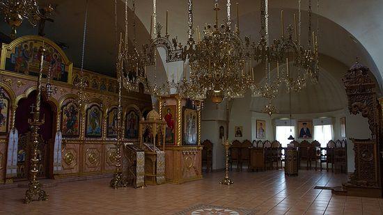 Интерьер главного храма в честь преп. Антония и свт. Нектария.
