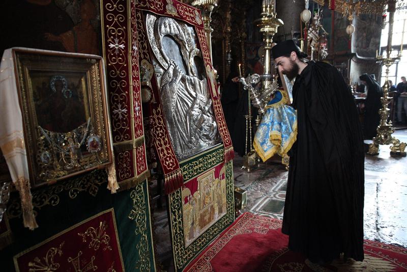 Картинки по запросу Неугасимая лампада перед Ватопедской иконой Ватопедский монастырь