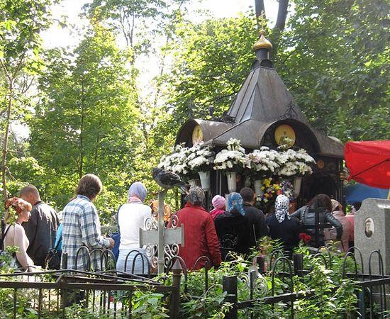 Могила блаженной Матроны на Даниловском кладбище