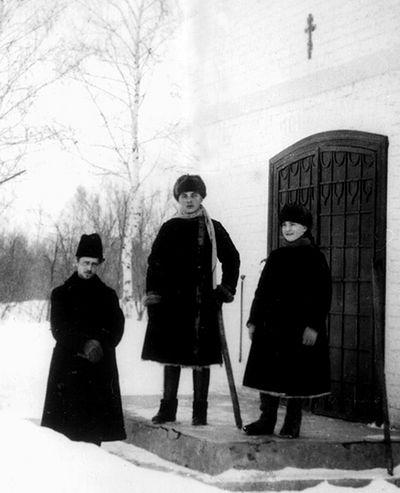 Василий Федорович Надеждин с Федором и Софией Медемами на хуторе Александрия