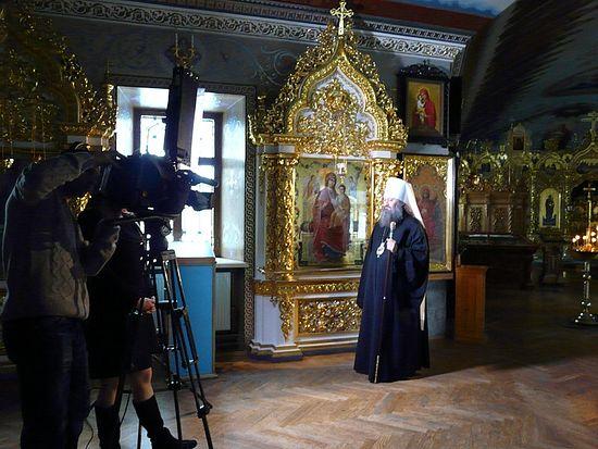 Митрополит Павел у иконы «Всецарица»