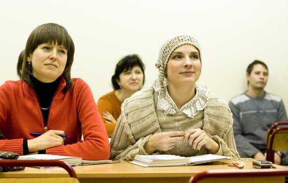 На занятиях воскресной школы для взрослых. Фото: pokrovchram.ru