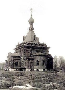 Свято-Духовская церковь с уникальным фарфоровым иконостасом.