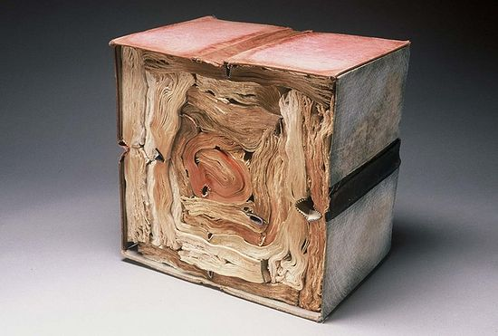 Jacqueline Rush Lee, объект современного искусства из спрессованных старых книг