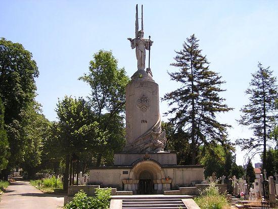 Памятник русским воинам, погибшим на фронтах Первой мировой войны на русском кладбище Белграда