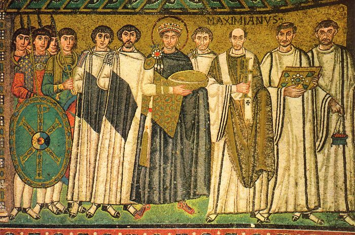 Святой император Юстиниан со своим окружением. Мозаика