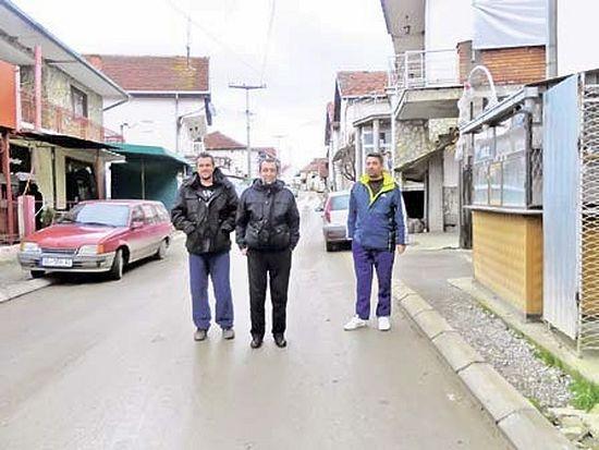 Иван Трајковић и Звонко Петровић са пријатељем у Шилову Фото Б. Радомировић