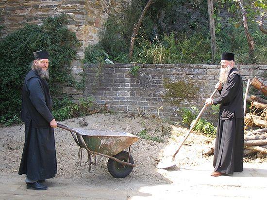 Иеромонах Арсений с архимандритом Анастасием на Афоне