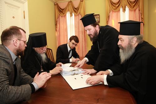 Митроплит Элассонский Василий (крайний справа) и епископ Салонский Антоний