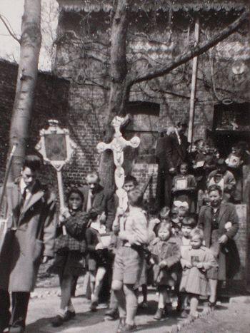 Детский крестный ход в приюте на Пасху. Архив русской эмиграции