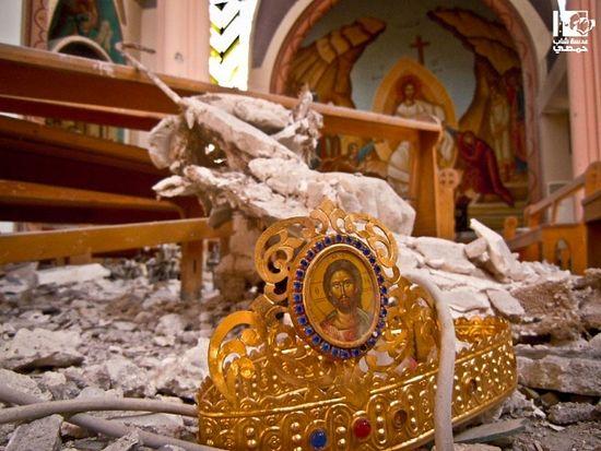Разбитая церковь в Хомсе после начала войны