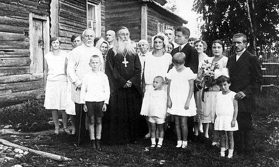 Отец Сергий из паломниками