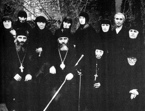 Святейший Патриарх Илия II c монахинями Самтавро