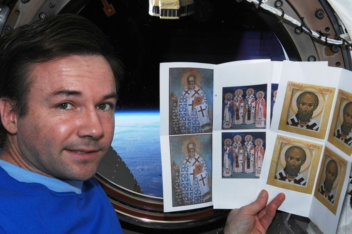 Командир отряда космонавтов Юрий Лончаков брал с собой на борт МКС иконы Святителя Николая